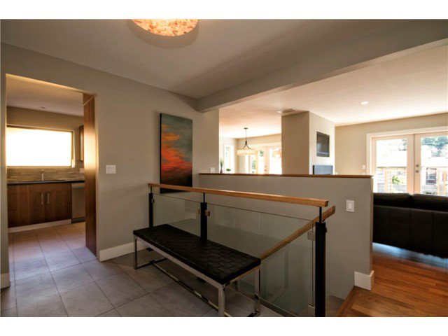 Photo 5: Photos: 1390 Emerson Way in NORTH VANCOUVER: Blueridge NV House for sale (North Vancouver)  : MLS®# v1052096