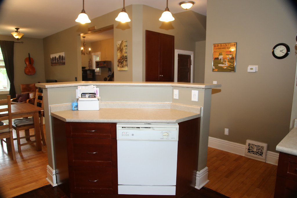 Photo 11: Photos: 299 Beverley Street in Winnipeg: West End Single Family Detached for sale (West Winnipeg)  : MLS®# 1519763