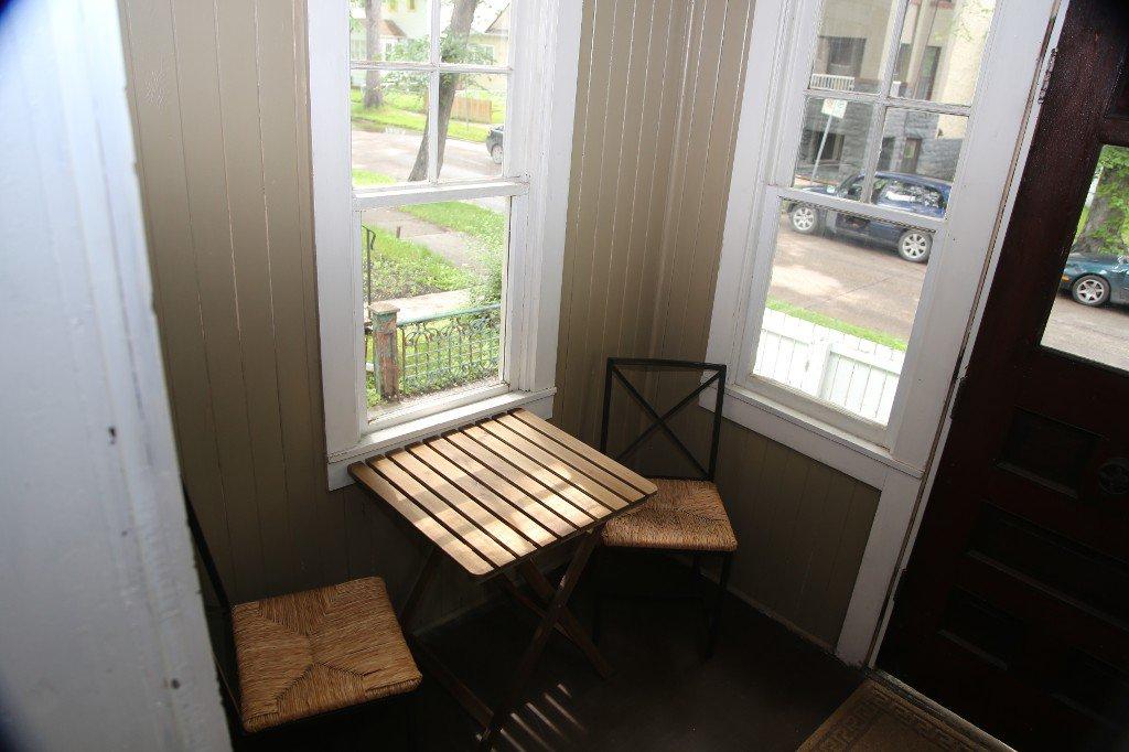 Photo 3: Photos: 299 Beverley Street in Winnipeg: West End Single Family Detached for sale (West Winnipeg)  : MLS®# 1519763