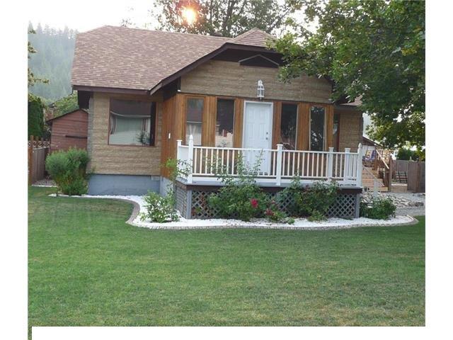 Main Photo: 7141 Northeast 49 Street in Salmon Arm: Canoe House for sale (NE Salmon Arm)  : MLS®# 10111067
