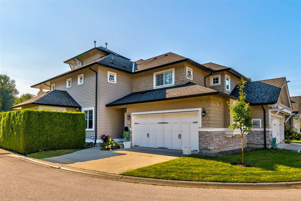 """Photo 3: Photos: 31 19452 FRASER Way in Pitt Meadows: South Meadows Townhouse for sale in """"Shoreline"""" : MLS®# R2476702"""
