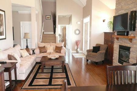 Photo 6: Photos: Spectacular Great Rm Plan With Main Floor Master Bedroom