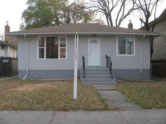 Main Photo: 704 Talbot Avenue in WINNIPEG: East Kildonan Single Family Detached for sale (North East Winnipeg)  : MLS®# 1323855