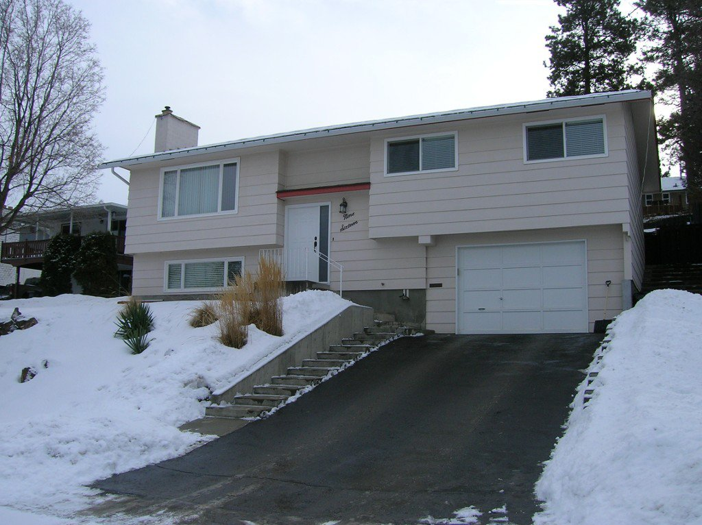 Main Photo: 916 Gleneagles Drive in Kamloops: Sa-Hali House for sale : MLS®# 120747