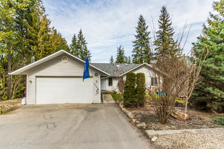 Main Photo: 2589 Centennial Drive in Blind Bay: Shuswap Lake Estates House for sale : MLS®# 10113870