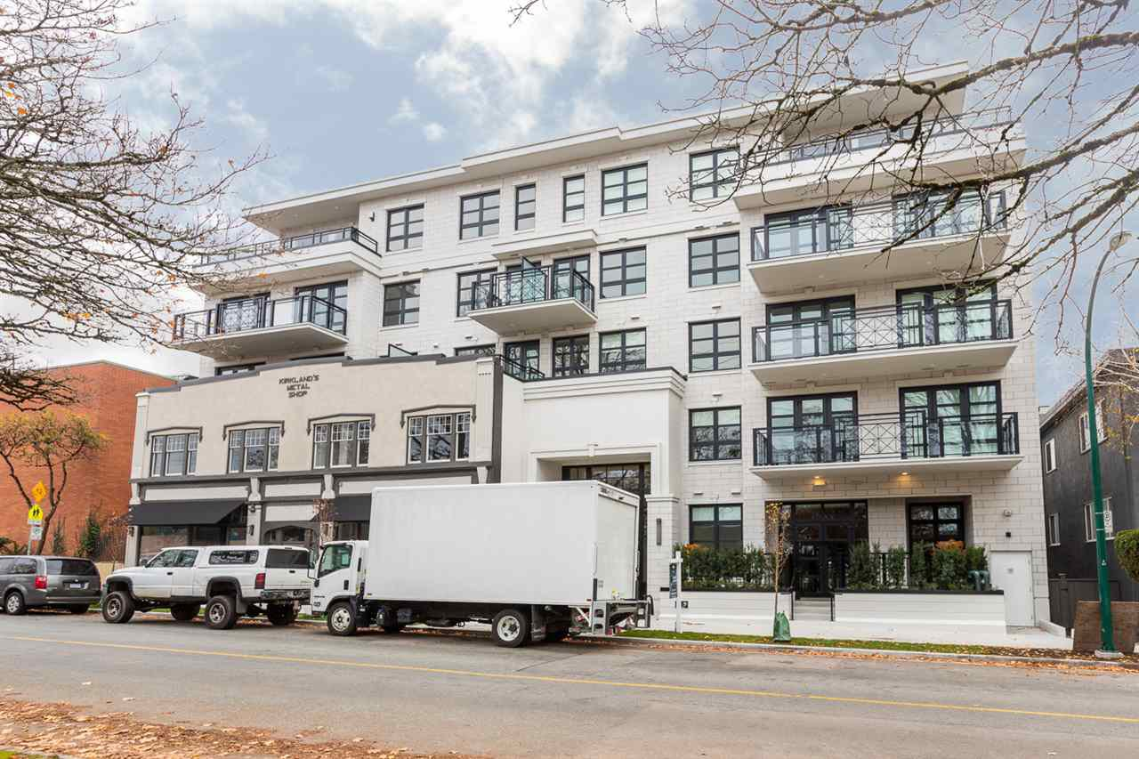 "Main Photo: 306 6168 EAST BOULEVARD in Vancouver: Kerrisdale Condo for sale in ""THE KIRKLAND"" (Vancouver West)  : MLS®# R2417939"