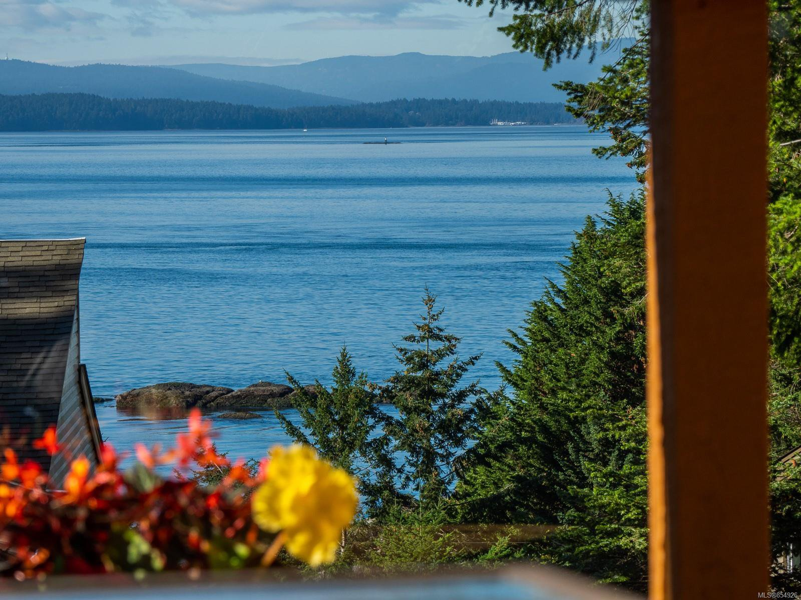 Main Photo: 3721 Privateers Rd in : GI Pender Island Single Family Detached for sale (Gulf Islands)  : MLS®# 854926