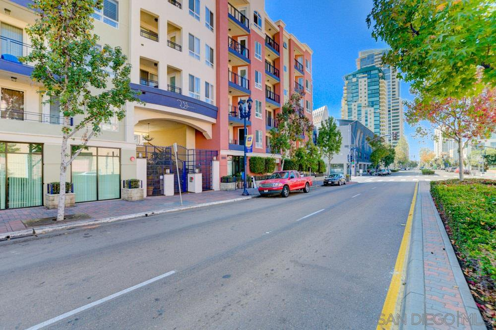 Main Photo: DOWNTOWN Condo for rent : 2 bedrooms : 235 Market #201 in San Diego