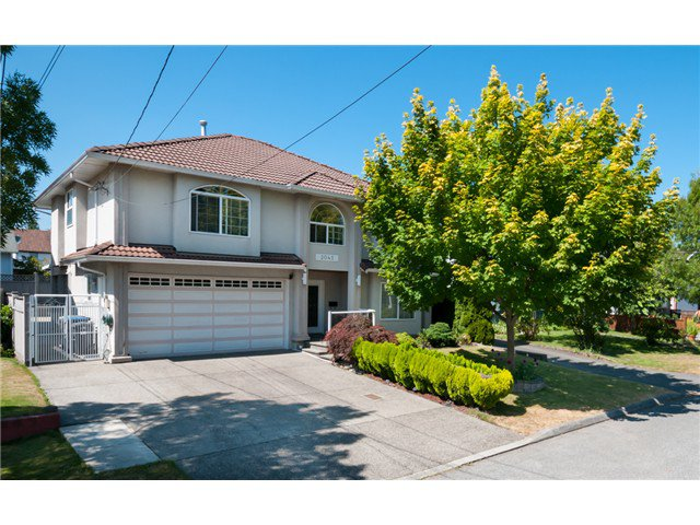 "Main Photo: 2041 EDINBURGH ST in New Westminster: Connaught Heights House for sale in ""CONNAUGHT HEIGHTS"" : MLS®# V1019261"