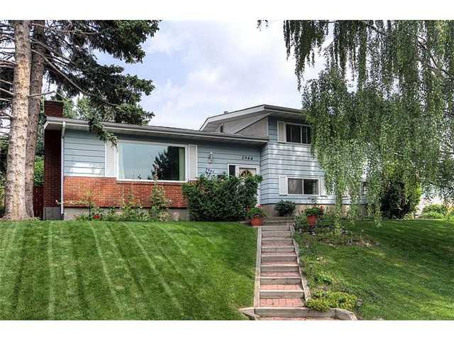 Main Photo: 2944 CONRAD Drive NW in Calgary: Charleswood Residential Detached Single Family for sale : MLS®# C3631966
