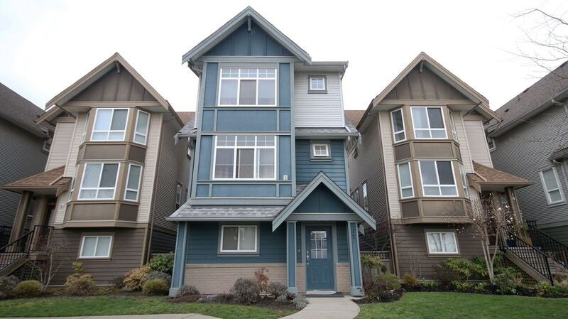 Main Photo: 17 1211 EWEN AVENUE in New Westminster: Queensborough Townhouse for sale : MLS®# R2043913