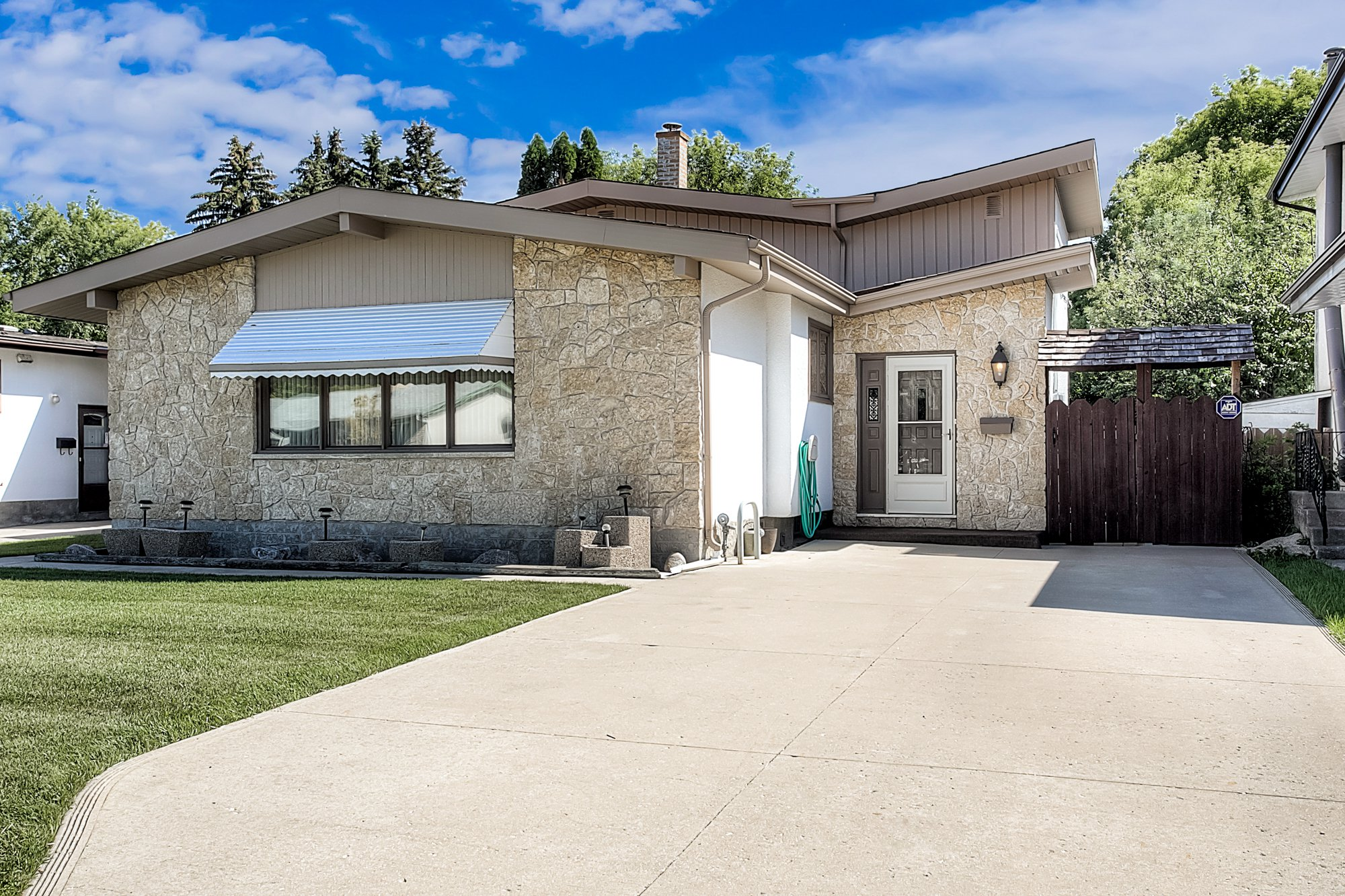 Main Photo: 21 Athlone Drive in Winnipeg: Grace Hospital Single Family Detached for sale (5F)  : MLS®# 1925273