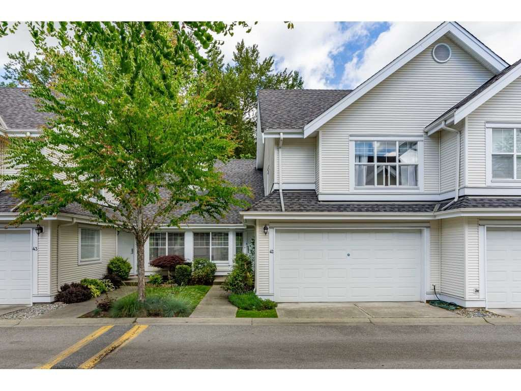 "Main Photo: 42 17097 64 Avenue in Surrey: Cloverdale BC Townhouse for sale in ""Kentucky"" (Cloverdale)  : MLS®# R2465944"