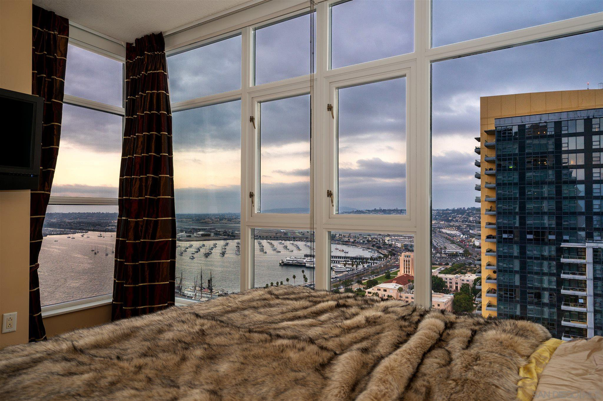 Main Photo: DOWNTOWN Condo for sale : 3 bedrooms : 1205 Pacific Hwy #3102 in San Diego