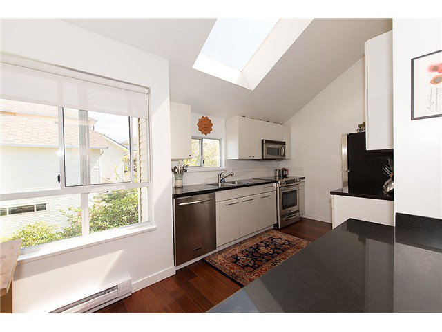 """Photo 6: Photos: 25 4319 SOPHIA Street in Vancouver: Main Townhouse for sale in """"Welton Court"""" (Vancouver East)  : MLS®# V1004878"""