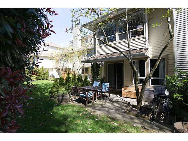 """Photo 1: Photos: 25 4319 SOPHIA Street in Vancouver: Main Townhouse for sale in """"Welton Court"""" (Vancouver East)  : MLS®# V1004878"""