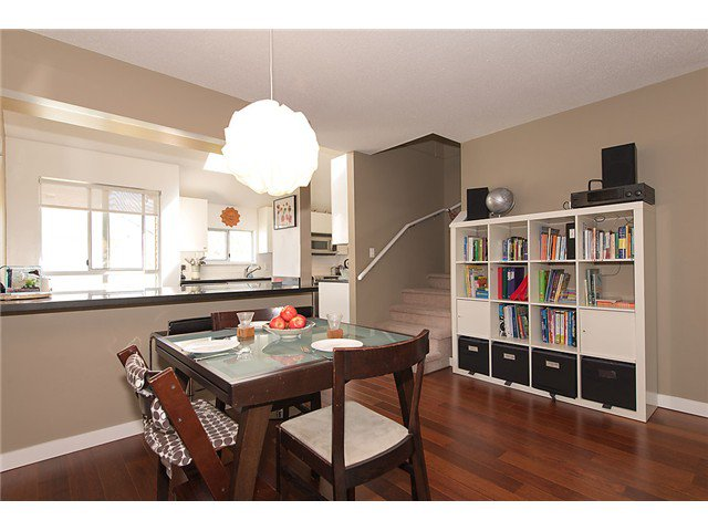 """Photo 4: Photos: 25 4319 SOPHIA Street in Vancouver: Main Townhouse for sale in """"Welton Court"""" (Vancouver East)  : MLS®# V1004878"""