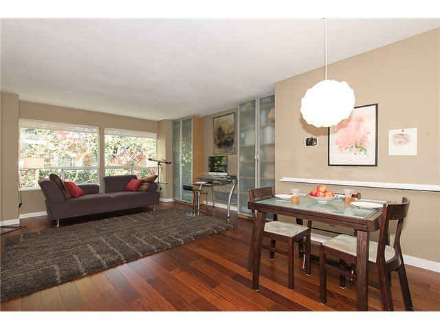 """Photo 3: Photos: 25 4319 SOPHIA Street in Vancouver: Main Townhouse for sale in """"Welton Court"""" (Vancouver East)  : MLS®# V1004878"""
