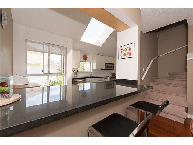 """Photo 5: Photos: 25 4319 SOPHIA Street in Vancouver: Main Townhouse for sale in """"Welton Court"""" (Vancouver East)  : MLS®# V1004878"""
