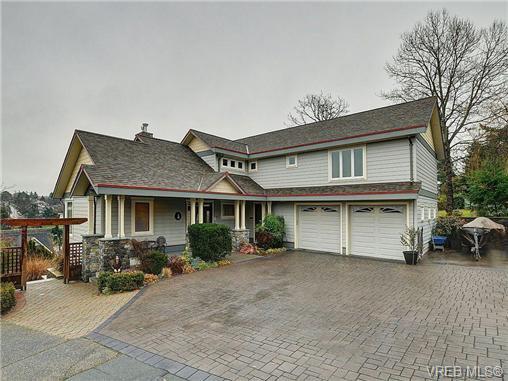 Main Photo: 922 W Garthland Place in VICTORIA: Es Kinsmen Park Residential for sale (Esquimalt)  : MLS®# 331905