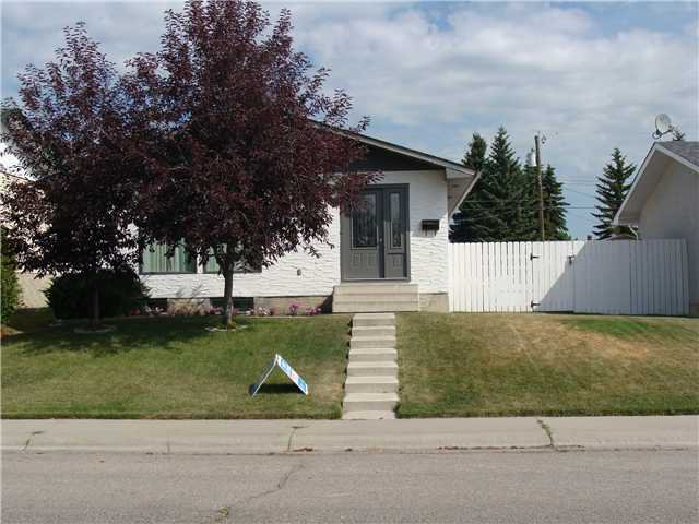 Main Photo: 312 PENWORTH Way SE in CALGARY: Penbrooke Residential Detached Single Family for sale (Calgary)  : MLS®# C3629226