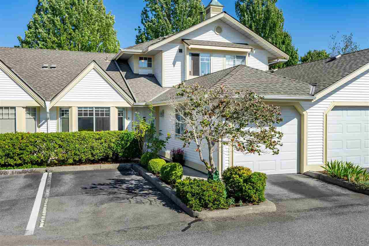 """Main Photo: 74 8737 212 Street in Langley: Walnut Grove Townhouse for sale in """"Chartwell Green"""" : MLS®# R2400095"""