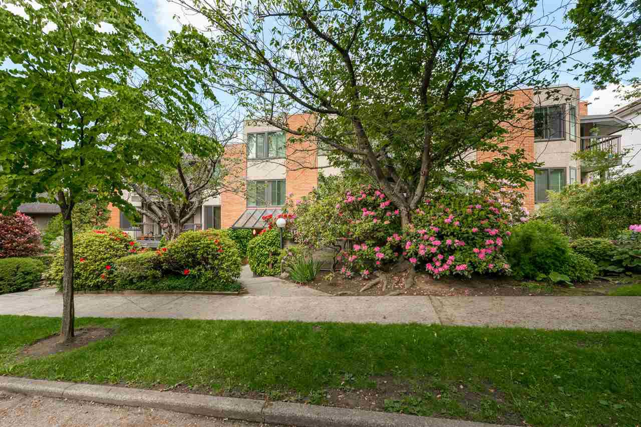 """Main Photo: 202 2355 TRINITY Street in Vancouver: Hastings Condo for sale in """"Trinity Apartments"""" (Vancouver East)  : MLS®# R2457495"""