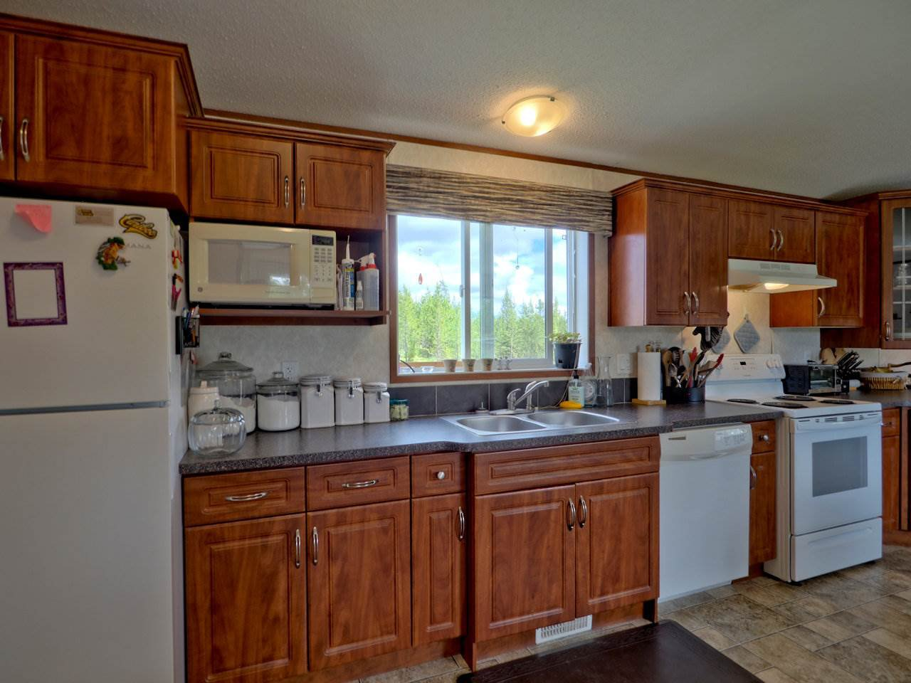 Photo 9: Photos: 7125 93 MILE LOOP Road in Lone Butte: Lone Butte/Green Lk/Watch Lk Manufactured Home for sale (100 Mile House (Zone 10))  : MLS®# R2473670