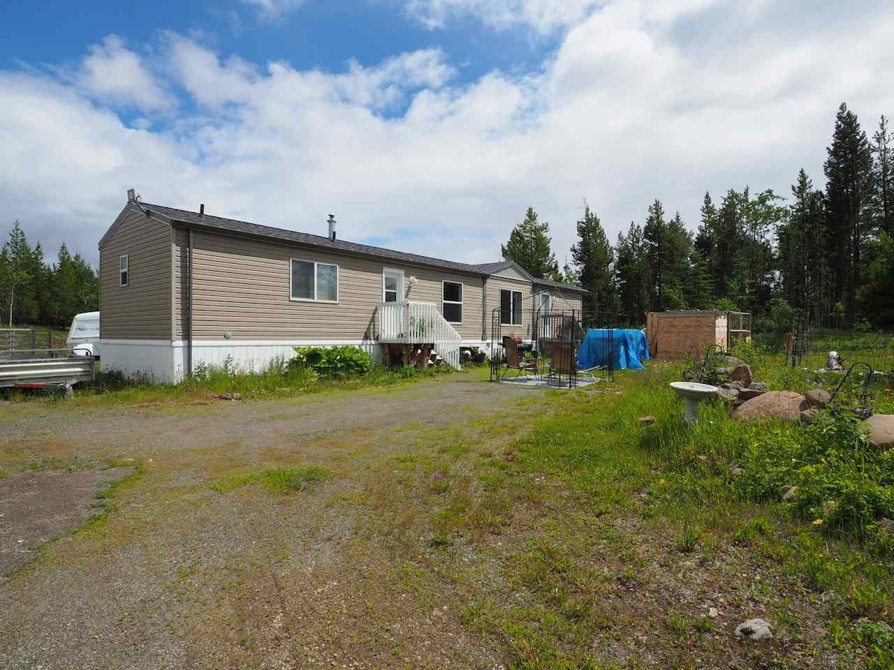 Photo 2: Photos: 7125 93 MILE LOOP Road in Lone Butte: Lone Butte/Green Lk/Watch Lk Manufactured Home for sale (100 Mile House (Zone 10))  : MLS®# R2473670
