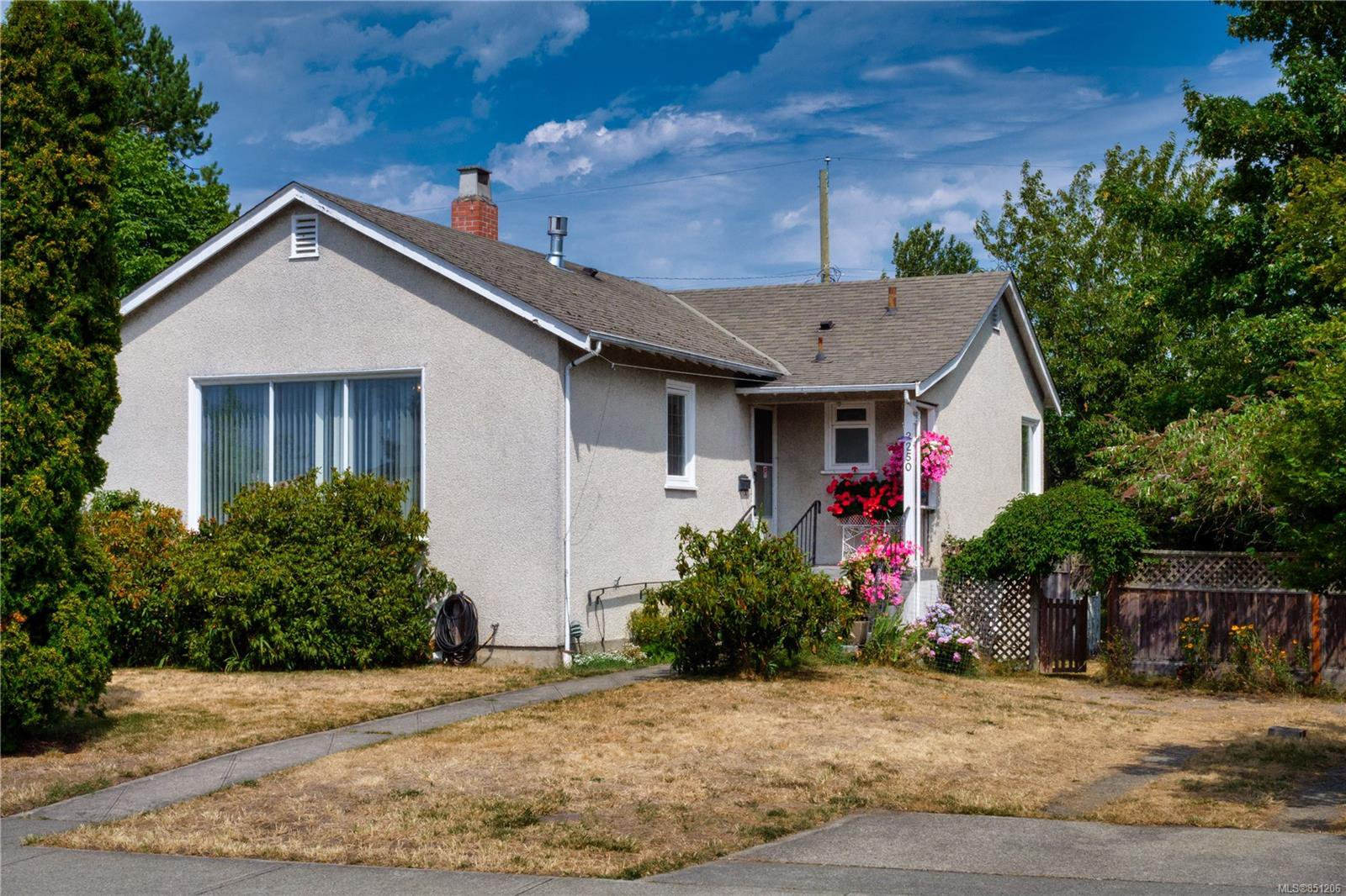 Main Photo: 2250 Woodhouse Rd in : OB Henderson Single Family Detached for sale (Oak Bay)  : MLS®# 851206