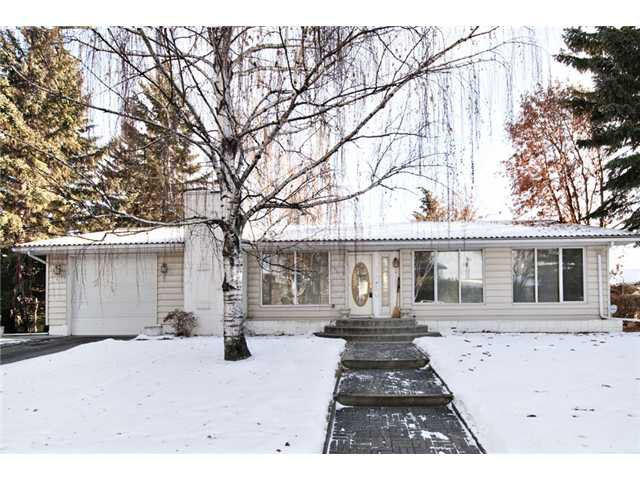 Main Photo: 6420 LAURENTIAN Way SW in CALGARY: North Glenmore Residential Detached Single Family for sale (Calgary)  : MLS®# C3547690
