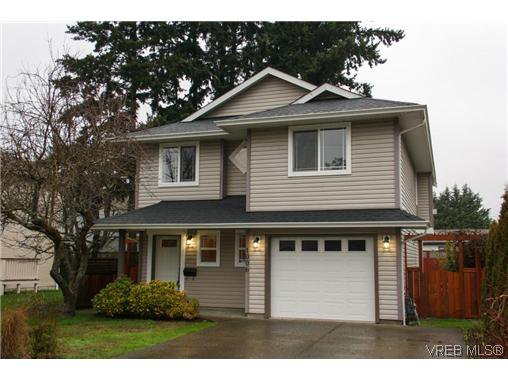 Main Photo: 1006 Isabell Ave in VICTORIA: La Walfred House for sale (Langford)  : MLS®# 627433