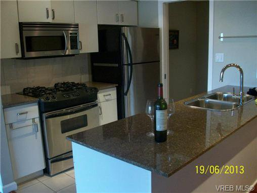 Main Photo: 611 160 Wilson St in VICTORIA: VW Victoria West Condo Apartment for sale (Victoria West)  : MLS®# 643849