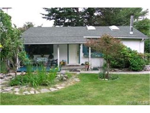 Main Photo: 1143 Tolmie Avenue in VICTORIA: Vi Mayfair Single Family Detached for sale (Victoria)  : MLS®# 216030