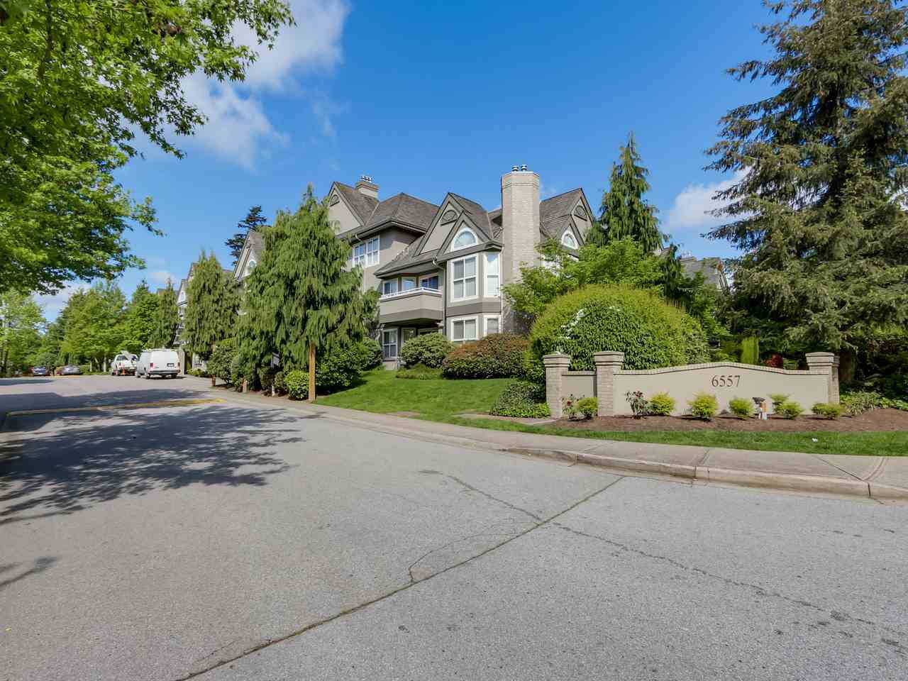 Main Photo: 218 6557 121 STREET in Surrey: West Newton Condo for sale : MLS®# R2061214