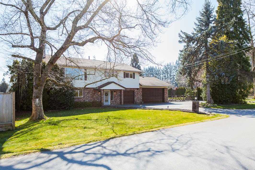 Main Photo: 24570 52 Avenue in Langley: Salmon River House for sale : MLS®# R2446989