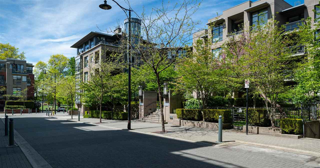 "Main Photo: 118 2263 REDBUD Lane in Vancouver: Kitsilano Condo for sale in ""TROPEZ"" (Vancouver West)  : MLS®# R2456757"