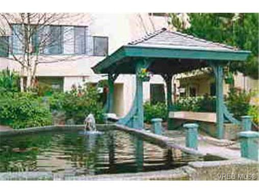 Main Photo: 202 3900 Shelbourne Street in VICTORIA: SE Cedar Hill Condo Apartment for sale (Saanich East)  : MLS®# 159936