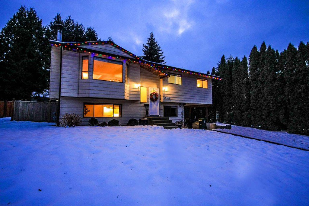 Main Photo: 26456 30A Ave in Langley: House for sale : MLS®# R2128021