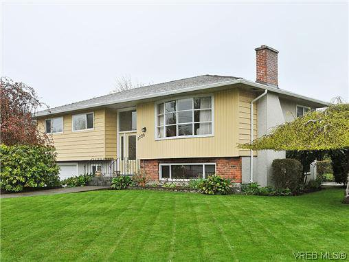 Main Photo: 1726 Mortimer St in VICTORIA: SE Cedar Hill Single Family Detached for sale (Saanich East)  : MLS®# 637109