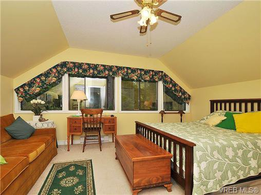Photo 11: Photos: 970 WAGONWOOD Pl in VICTORIA: SE Broadmead Single Family Detached for sale (Saanich East)  : MLS®# 644448