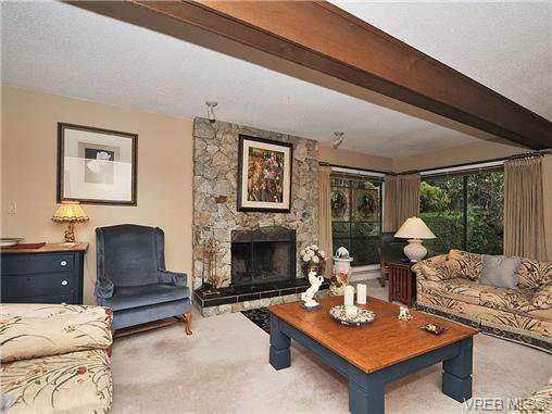 Photo 3: Photos: 970 WAGONWOOD Pl in VICTORIA: SE Broadmead Single Family Detached for sale (Saanich East)  : MLS®# 644448