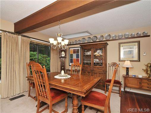 Photo 4: Photos: 970 WAGONWOOD Pl in VICTORIA: SE Broadmead Single Family Detached for sale (Saanich East)  : MLS®# 644448
