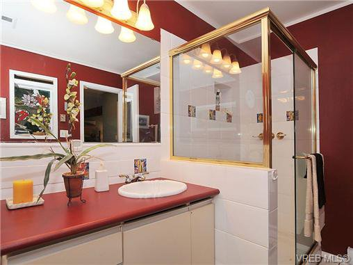 Photo 10: Photos: 970 WAGONWOOD Pl in VICTORIA: SE Broadmead Single Family Detached for sale (Saanich East)  : MLS®# 644448