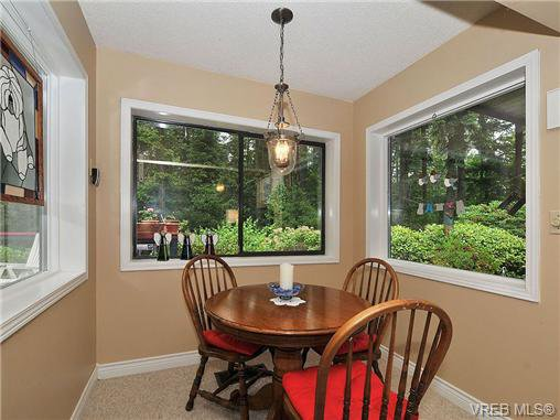 Photo 14: Photos: 970 WAGONWOOD Pl in VICTORIA: SE Broadmead Single Family Detached for sale (Saanich East)  : MLS®# 644448