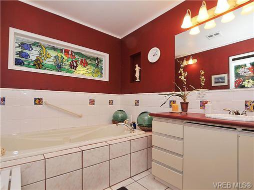 Photo 9: Photos: 970 WAGONWOOD Pl in VICTORIA: SE Broadmead Single Family Detached for sale (Saanich East)  : MLS®# 644448