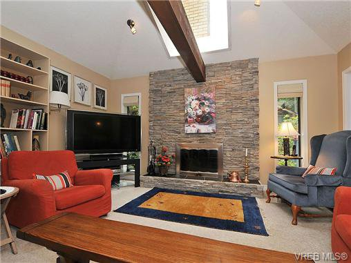 Photo 13: Photos: 970 WAGONWOOD Pl in VICTORIA: SE Broadmead Single Family Detached for sale (Saanich East)  : MLS®# 644448