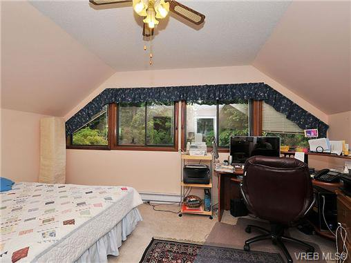 Photo 12: Photos: 970 WAGONWOOD Pl in VICTORIA: SE Broadmead Single Family Detached for sale (Saanich East)  : MLS®# 644448