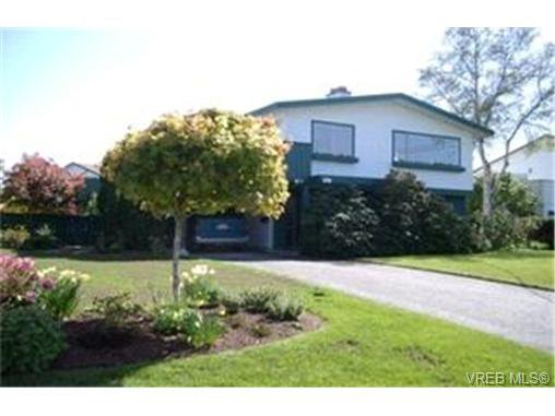 Main Photo:  in VICTORIA: Co Lagoon House for sale (Colwood)  : MLS®# 395174