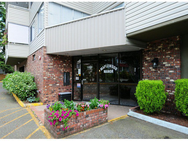 "Main Photo: 308 32040 TIMS Avenue in Abbotsford: Abbotsford West Condo for sale in ""MAPLEWOOD MANOR"" : MLS®# F1416479"
